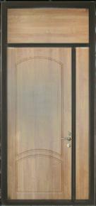 Входная дверь со вставкой сверху