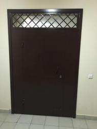 Тамбурная дверь с решеткой